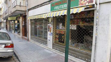 El herido en el atraco a una tienda recibe alta médica y permanece en dependencias policiales