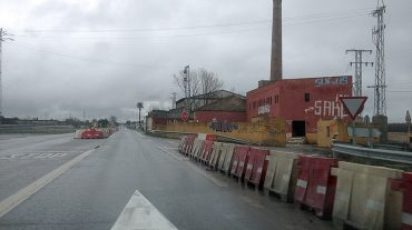 El cruce de Sierra Elvira con la N432 cumple un año cerrado al tráfico