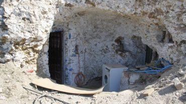 El Ayuntamiento plantea sellar las cuevas con hormigón