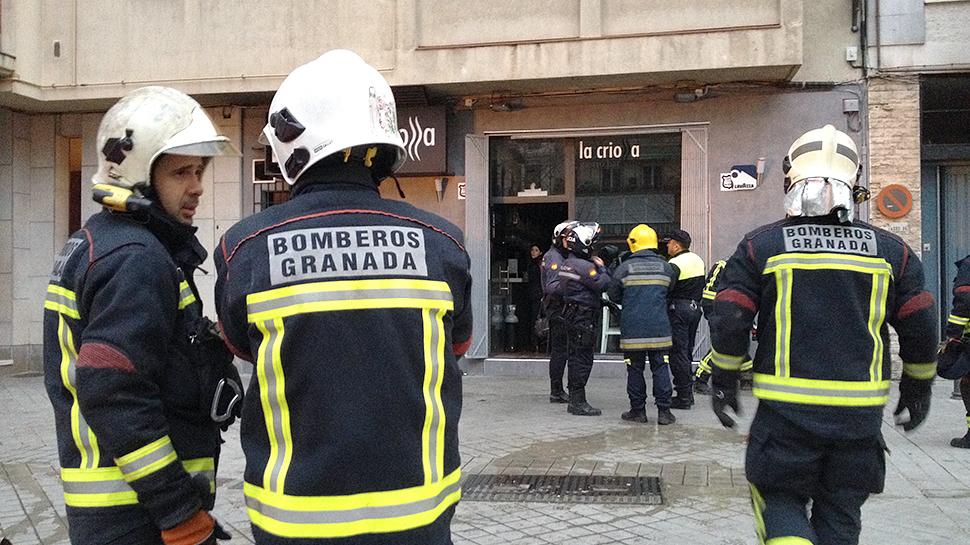 Un incendio quema la cocina de un gastrobar en el centro de Granada
