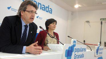El PP acusa al alcalde de Pinos Puente, del PSOE, de contratar a dos trabajadores de forma irregular