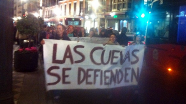 Unas 200 personas se manifiestan contra los desalojos de las cuevas del Cerro de San Miguel