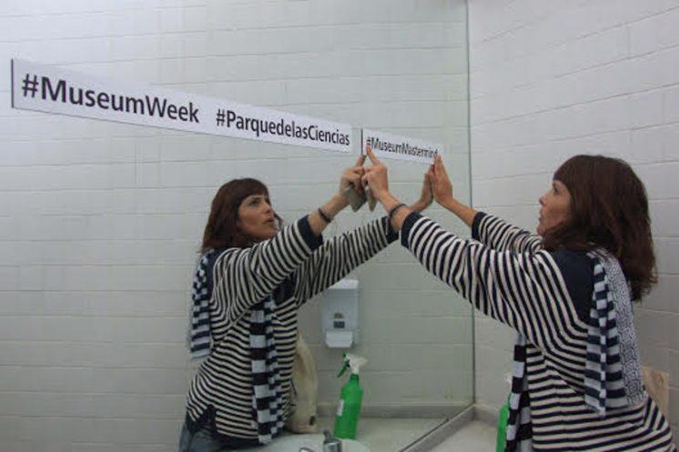 Los espejos tuitean. Foto: AG