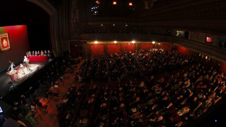 El Teatro Isabel la Católica estaba repleto. Foto: Álex Cámara