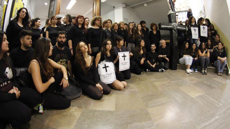 Un '#RIPseñoandaluz' por la Escuela de Arte de Granada