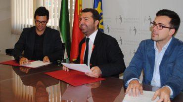 Maracena firma un convenio para facilitar el alojamiento a sus visitantes