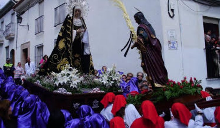 Imagen de la procesión de los Recaícos, en Montefrío. Foto: AG