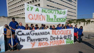 Trabajadores de Eozen se concentran para pedir a Caja Granada que financie