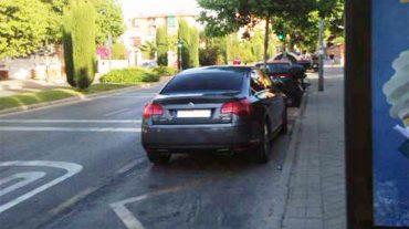 """IU critica que el PP """"acose con multas de tráfico mientras ellos aparcan en paradas de autobús"""""""