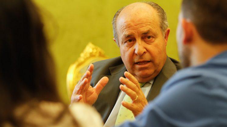El alcalde de Granada, José Torres Hurtado, durante una entrevista. Foto: Álex Cámara.