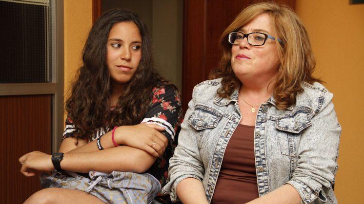 Pepi Ortega y su hija Layla El Achori Ortega, árbitra junto a su otra hija. Foto: Álex Cámara