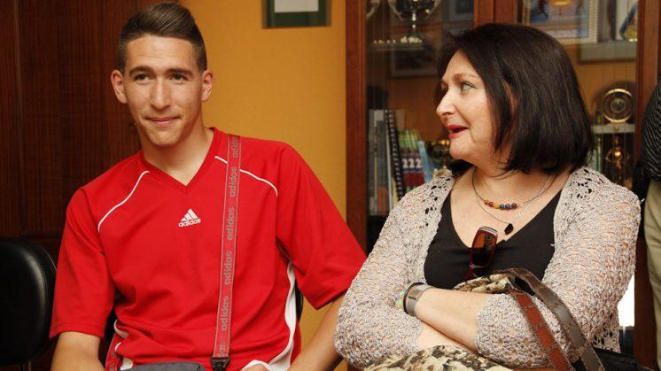 Jorge López Sánchez y su madre María Angustias Sánchez. Foto: Álex Cámara