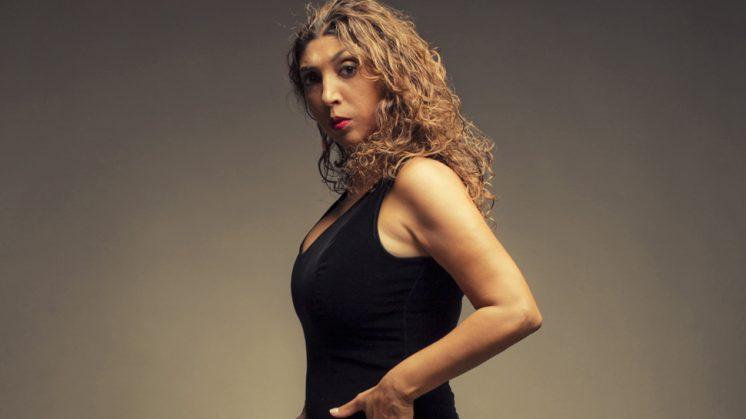 La cantaora Esperanza Fernández pone voz a la poesía de José Saramago en el Patio de los Aljibes