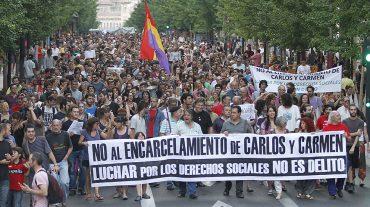 Unas 2.000 personas piden en Granada que los dos integrantes del 15M no entren en prisión tras ser condenados por su participación en un piquete