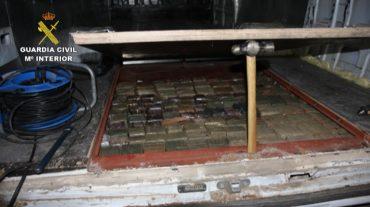 Desmantelados tres grupos que introducían hachís en dobles fondos ocultos en camiones y furgonetas
