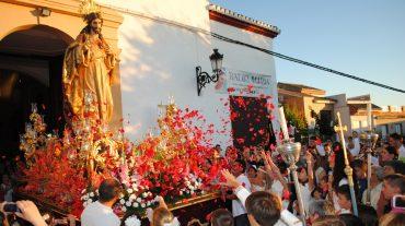 Otura expresa su devoción y cariño hacia el Sagrado Corazón de Jesús en una multitudinaria procesión