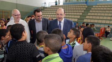 El presidente de la Diputación recibe a los niños saharauis que van a pasar el verano en Granada
