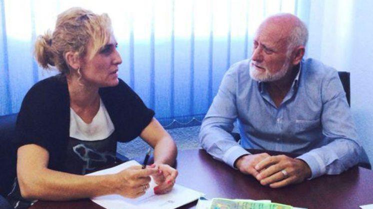 La diputada de Bienestar Social, Marta Nievas, junto al alcalde de Cuevas del Campo, Ramón Mancebo. Foto: aG