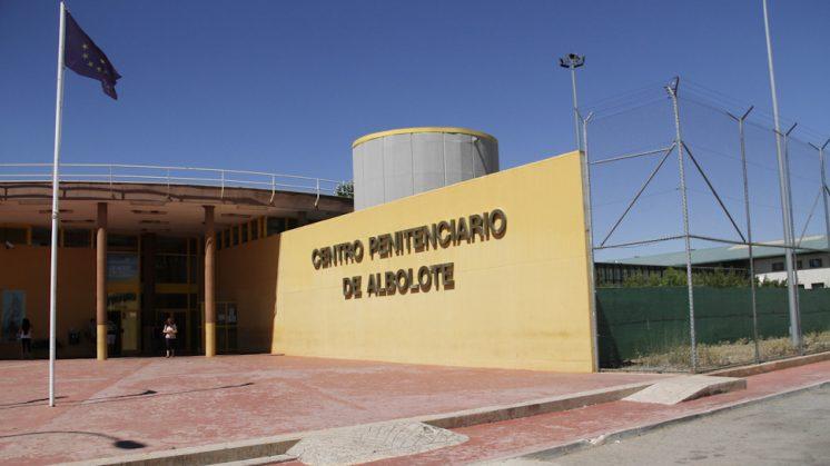 Imagen de los exteriores de la cárcel de Albolote. Foto: Álex Cámara