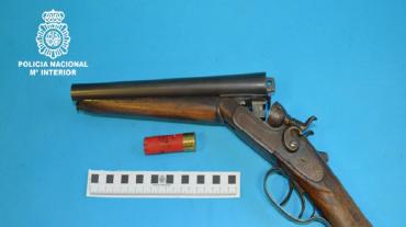 Detenido acusado de amenazar a los vecinos con una escopeta recargada