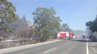 Cortada durante dos horas la N323 a su paso por Padul tras declararse un incendio a ambos de lados de la cuneta