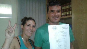 Una familia de Ogíjares se libera de su deuda con el Santander