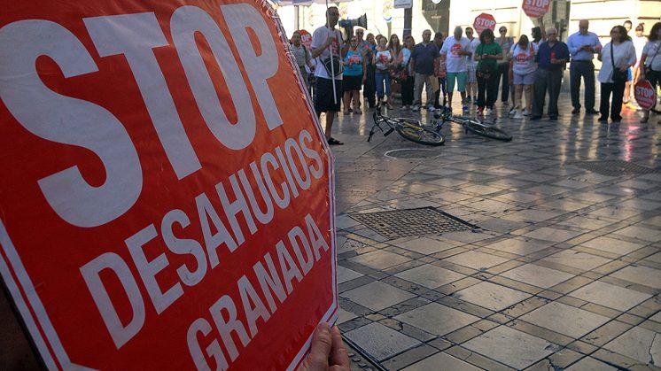 El grupo se ha concentrado en el centro de Granada este jueves. Foto: L. F. Ruiz