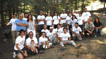 Una veintena de voluntarios ambientales mejoran el itinerario del jardín botánico de la Alfaguara