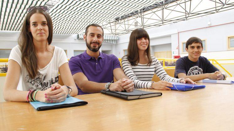 De izquierda a derecha: Trini, Pablo, Raquel y Guillermo, los cuatro 'principiantes' universitarios. Foto: Álex Cámara