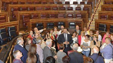 Alumnos del Centro de educación de adultos de Albolote visitan el Congreso