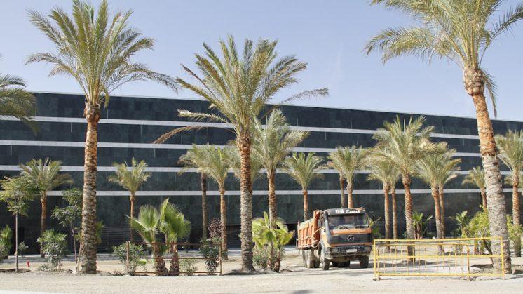 Los trabajos del Centro Comercial continúan a buen ritmo. Foto: Álex Cámara