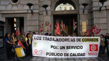 CCOO Correos se concentrapor la pérdida de más de 60 puestos de reparto en la capital