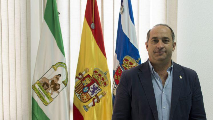 El alcalde de Vegas del Genil, José Aranda, en su despacho de la Alcaldía. Foto: Alberto Franco