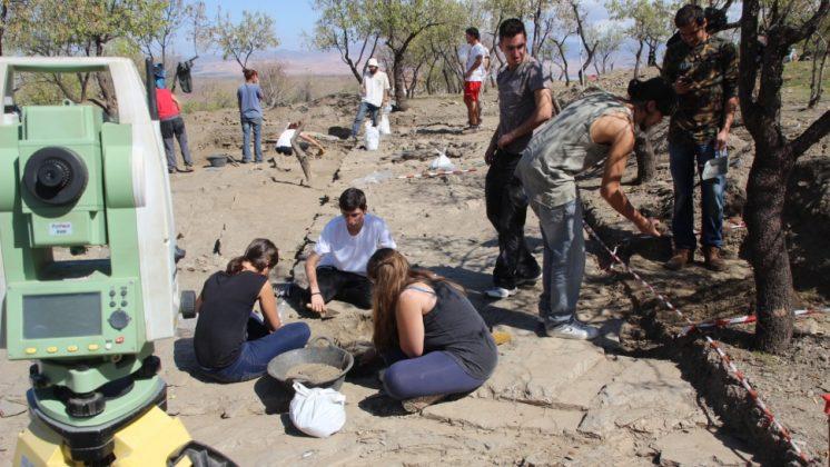 Los trabajos de excavación han podido documentar el proceso de formación de una terraza de cultivo. Foto: aG.