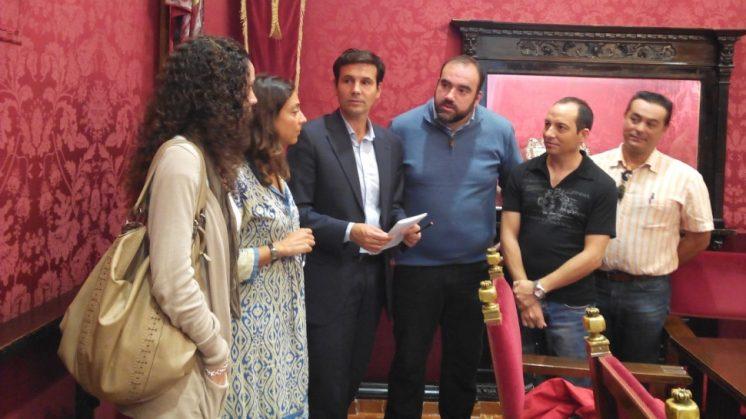 Los tres grupos de la oposición comparecieron junto a una representación de afectados. Foto: aG.