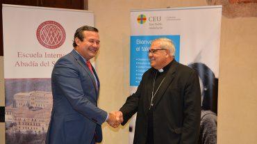 El Arzobispo de Granada y la Fundación San Pablo Andalucía CEU firman un convenio paravarios programas formativos