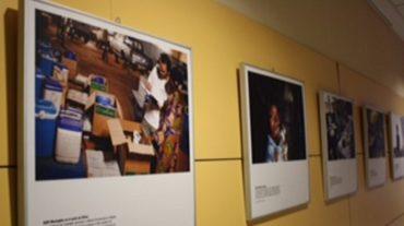 Una exposición fotográfica reconoce los más de 40 años de actividad de Médicos Sin Fronteras