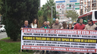 Representantes de VOX acompañan a los vecinos del Violón en su concentración contra el intercambiador de la LAC
