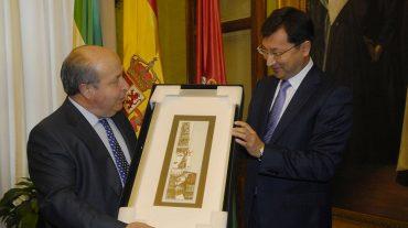 El alcalde recibe al embajador de Kazajstán en España