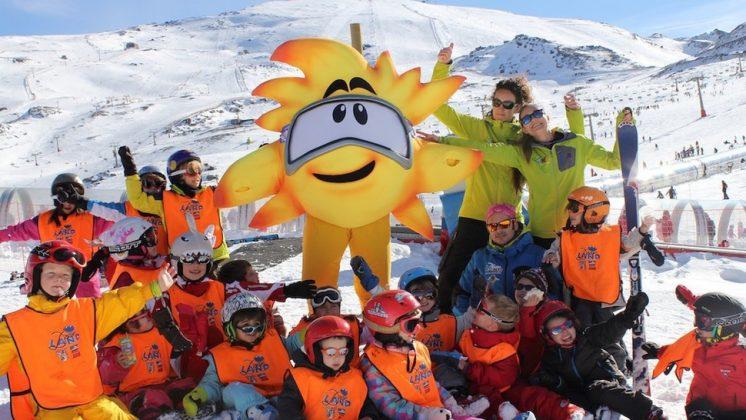 Sierra Nevada ha alcanzado este domingo la mayor superficie esquiable con 57 kilómetros gracias a la apertura de tres sectores del snowpark Sulayr. Foto: Cetursa