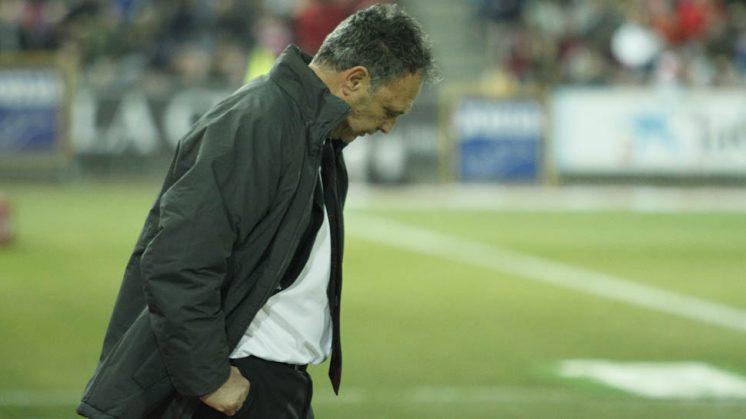 El técnico rojiblanco durante el partido disputado ante la Real Sociedad. Foto: Álex Cámara