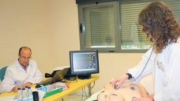 Salud y la UGR evalúan a 269 alumnos de Medicina consituaciones asistenciales reales
