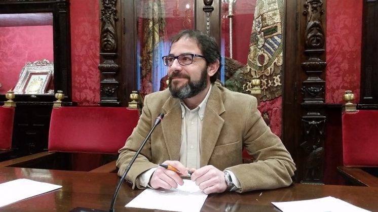 El PSOE da a conocer que sólo cinco vecinos del Albaicíncogen a diario el tren turístico