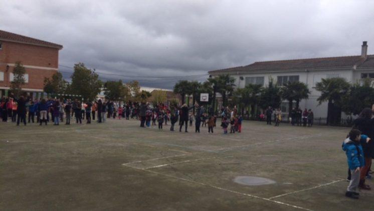 Los alumnos del CEIP Federido García Lorca de Fuente Vaqueros, han celebrado el Día de la No Violencia. Foto: aG