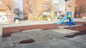 IU demanda al Ayuntamiento el arreglo del parque infantil en la Plaza Merced Alta