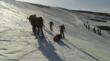 Rescatadores en alta montaña de la UMEse instruyen en Sierra Nevada
