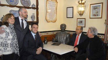 """Una escultura de Lorca en el que fuera el café Alameda rememora la tertulia de 'El Rinconcillo"""""""