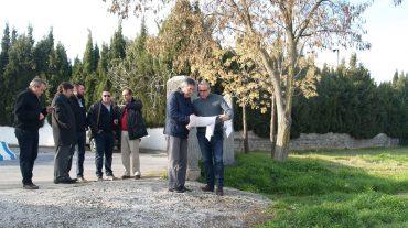 El alcalde de Gójar firma el acta de replanteo para iniciar las obras de la zona verde de la urbanización Buenavista-Justiliana