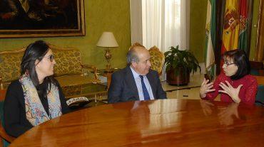 El alcalde recibe a la nueva presidenta de la Federación Provincial de Comercio