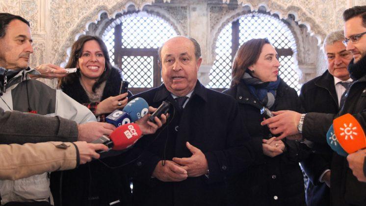 José Torres Hurtado atiende a los periodistas este viernes. Foto: Antonio Ropero